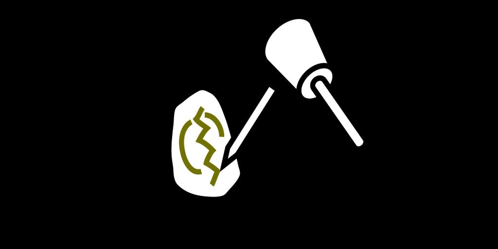 Ein Stein wird mit Hammer und Meißel graviert